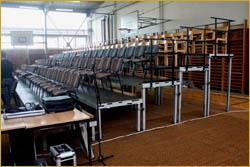 Mobilní interiérová divácká tribuna