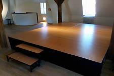 Interiérové mobilní pódium ve Werichově vile v Praze